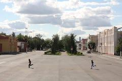 Een straatscène in de Russische provinciale stad Stock Fotografie