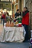 Een straatverkoper in Chrismas in de straten van Sevilla 01 Royalty-vrije Stock Foto