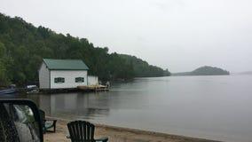 Een strand en een botenhuis Royalty-vrije Stock Afbeelding