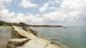 Een strand in het Eiland Paros in Egeïsch, Griekenland stock footage