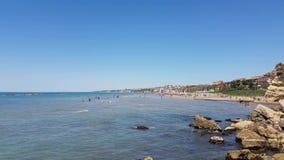 Een strand in Italië in een zonnige dag stock footage