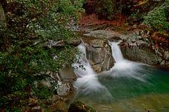Een stroom in Guangwu moutain in de herfst Stock Fotografie