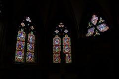 Een studie van gebrandschilderd glasvensters, Auxerre, Frankrijk Royalty-vrije Stock Foto's
