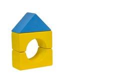 Een stuk speelgoed huis maakte van bouwstenen. royalty-vrije stock foto