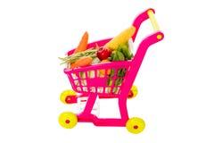 Een stuk speelgoed karretje met groenten stock foto