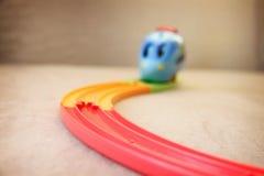 Een stuk speelgoed stoom voortbewegingsritten royalty-vrije stock afbeelding