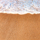 Een stuk van het strand en de brekende golf Stock Afbeeldingen