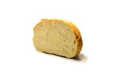 Een stuk van vers brood op een witte achtergrond isoleer Stock Fotografie