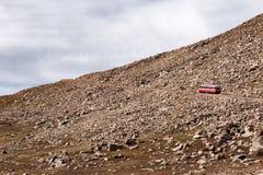 Een Tandradbaantrein langzaam wends zijn manier omhoog de berg stock fotografie