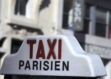 Een taxi Parisien Royalty-vrije Stock Afbeeldingen