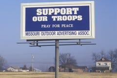 Een teken dat Steun ï ¿ ½ onze troopsï ¿ ½ leest Royalty-vrije Stock Afbeeldingen