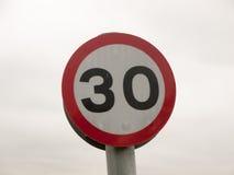 Een Teken die van het Straatvervoer 30 Miles Only toelaten Stock Foto's