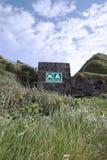 Het teken van het de assemblagepunt van het strand op een blokmuur Stock Afbeelding