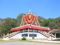 Een tempel met de blauwe hemel Stock Foto
