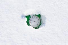 Een thermometer in sneeuw Stock Foto