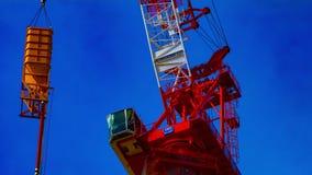Een tijdtijdspanne van in aanbouw binnen het bewegen van kranen bij de close-uppanning van Tokyo stock videobeelden
