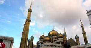Een timelapse van Crystal Mosque of Masjid Kristal is een moskee in Terengganu, Maleisië statisch stock videobeelden