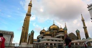 Een timelapse van Crystal Mosque of Masjid Kristal is een moskee in Terengganu, Maleisië STATISCHE ONDERSTAAND stock video