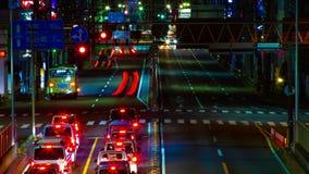 Een timelapse van de straat bij van de binnenstad in Tokyo bij midden van de nacht het lange blootstelling schoot panning stock video