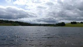 Een toneelmening die over Wimbleball-meer in Exmoor kijken stock afbeeldingen