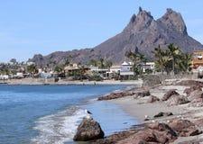 Een Toneelmening van Tetakawi-Berg boven San Carlos, Sonora, Mex royalty-vrije stock foto