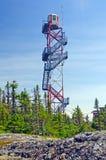 Een toren van het Vooruitzicht van de Brand in de wildernis Stock Afbeeldingen