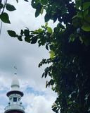Een Toren van typische Indonesische Moskee Stock Afbeeldingen