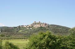 Een Toscaans dorp op de heuveltop Royalty-vrije Stock Foto