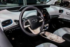 Een Toyota Prius-detail van binnenland op tentoongesteld voorwerp bij Nieuwe 2016 Stock Afbeeldingen