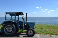 een tractor Stock Afbeeldingen