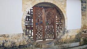 Een traditioneel ommuurd dorp in Yunnan, China stock fotografie