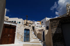 Een traditionele steeg in Pyrgos-dorp, Santorini Royalty-vrije Stock Foto's