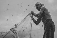 een Traditionele visser met visnet stock foto