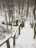 Een trap neer aan de wintersprookjesland Toronto, Ontario, Canada stock afbeelding