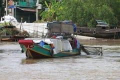Een trillende Natte bootmarkt op het Deltasouther van Makong deel van het land waar de belangrijkste industrie bewerkt royalty-vrije stock foto's