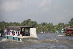 Een trillende Natte bootmarkt op het Deltasouther van Makong deel van het land waar de belangrijkste industrie bewerkt royalty-vrije stock afbeeldingen