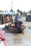 Een trillende Natte bootmarkt op het Deltasouther van Makong deel van het land waar de belangrijkste industrie bewerkt royalty-vrije stock fotografie