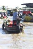Een trillende Natte bootmarkt op het Deltasouther van Makong deel van het land waar de belangrijkste industrie bewerkt stock fotografie