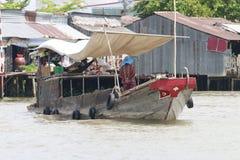 Een trillende Natte bootmarkt op het Deltasouther van Makong deel van het land waar de belangrijkste industrie bewerkt stock afbeeldingen
