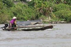 Een trillende Natte bootmarkt op het Deltasouther van Makong deel van het land waar de belangrijkste industrie bewerkt royalty-vrije stock foto