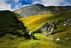 Een troosteloos steengebied hoog in de bergen stock fotografie