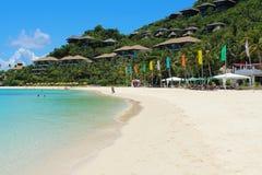 Een tropisch strand. Royalty-vrije Stock Afbeeldingen