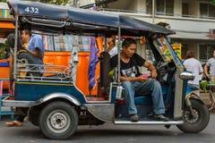 Een tuk-tukbestuurder in Chiang Mai, Thailand Stock Afbeeldingen
