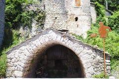 een tunnelingang in de berg royalty-vrije stock foto's