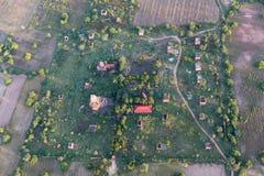 Een typisch Birmaans dorp in Bagan Pagan hierboven wordt gezien dat van, Mandalay, Myanmar royalty-vrije stock fotografie