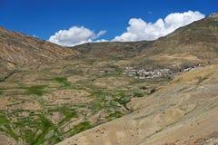 Een typisch dorp in het Tibetaanse landschap Royalty-vrije Stock Foto's