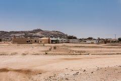 Een typisch familiehuishouden met een kleine onderneming langs Road van Makkah Mukarramah, Saudi-Arabië stock fotografie
