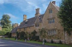 Een typisch honingkleurig Cotswold-huis royalty-vrije stock afbeeldingen