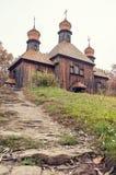 Een typische Oekraïense antieke orthodoxe kerk Stock Afbeelding
