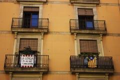 Een typische oude venstervoorgevel in Barcelona Stock Foto